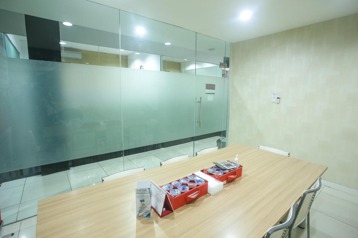 Sewa Coworking Space di Kota Makassar - Barcelona Room - G-District