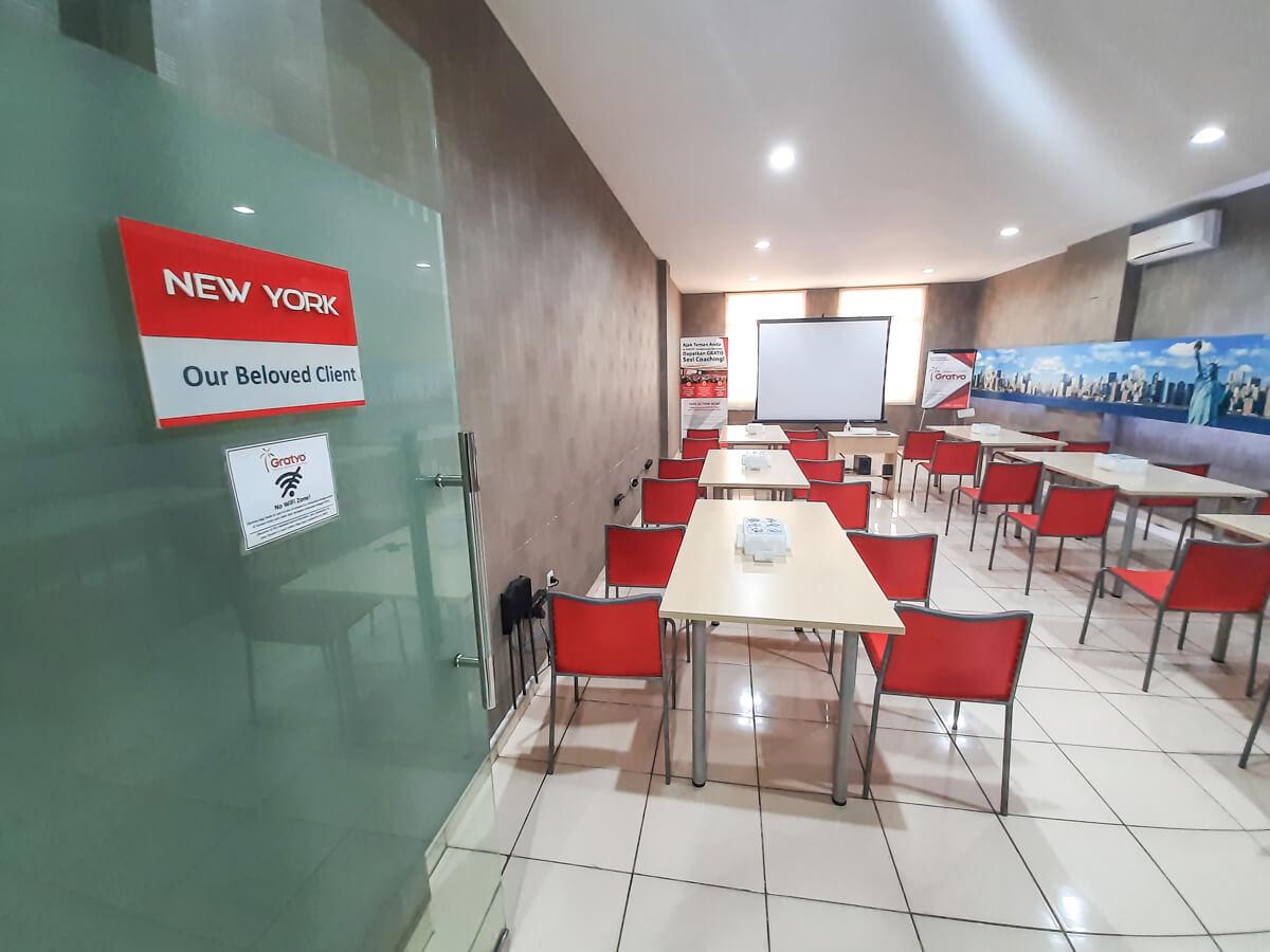 Sewa Ruang Meeting di Kota Denpasar - New York Room - G-District