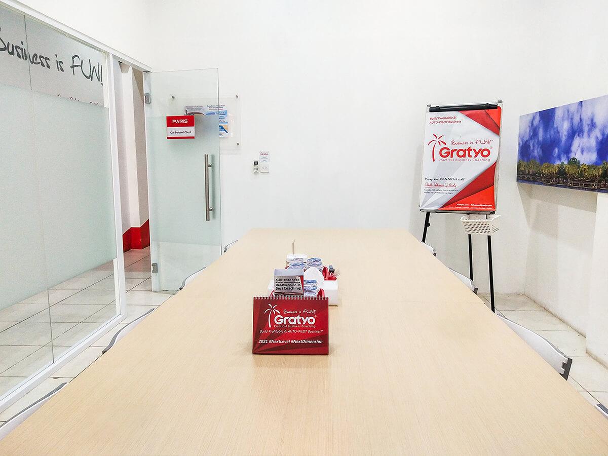 Sewa Ruang Meeting di Makassar - Paris Room - G-District